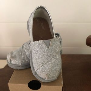 Toms Shoes - Toddler Girls Silver Glitter Classics